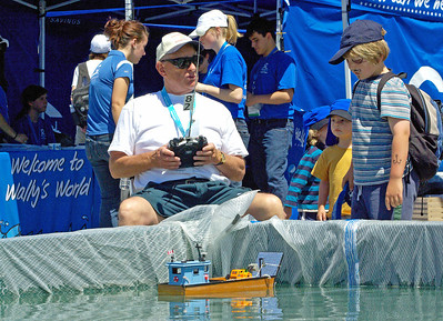 Sailing via remote control at the festival